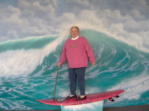 8520old-lady-surfing1