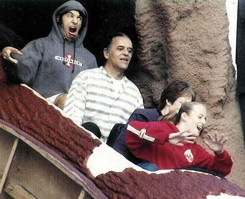 guy_on_log_ride_makes_retarded_face